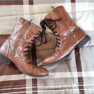 Steve Madden Shoes - STEVE MADDEN COMBAT BOOTS SIZE 8